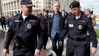 Moszkvában őrizetbe vettek egy melegjogokért tüntető angolt