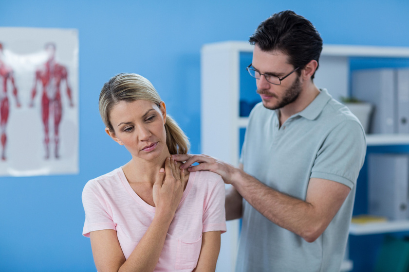 Jelek, amikor komolyan kell venni a nyakfájdalmat: daganat, autoimmun betegség és fertőzés is okozhatja