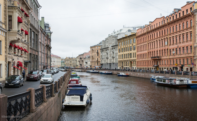 Szentpétervár 300 kilométer hosszú mesterséges csatornahálózatán 800 híd ível át