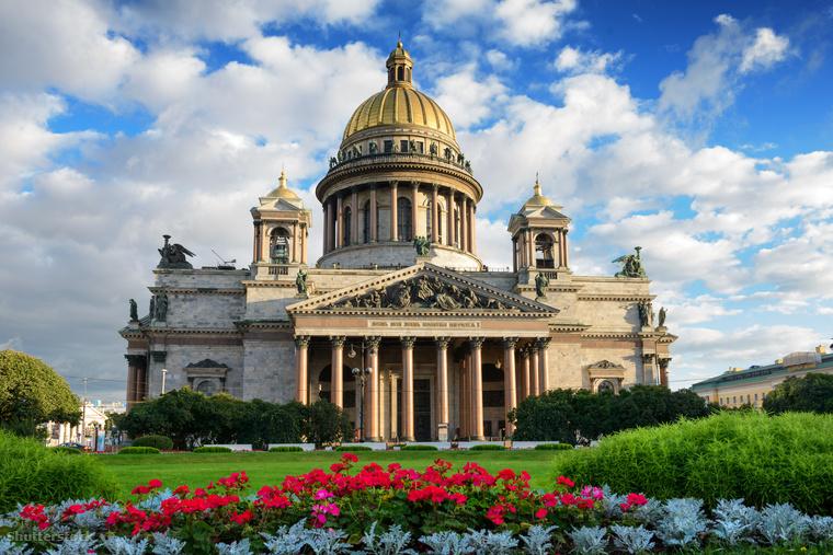 Az Izsák-székesegyház valódi építészeti csoda, nem csak a világ legnagyobb ortodox bazilikája, a világ negyedik legnagyobb katedrálisa is