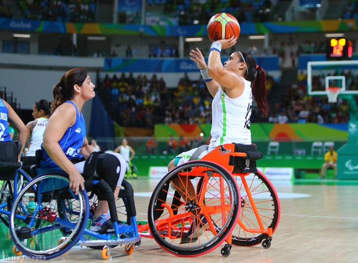 Lia Martins dob kosárra a 2016-os riói paralimpián