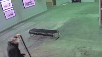 Eltűnt egy Banksy-festmény, illetve...