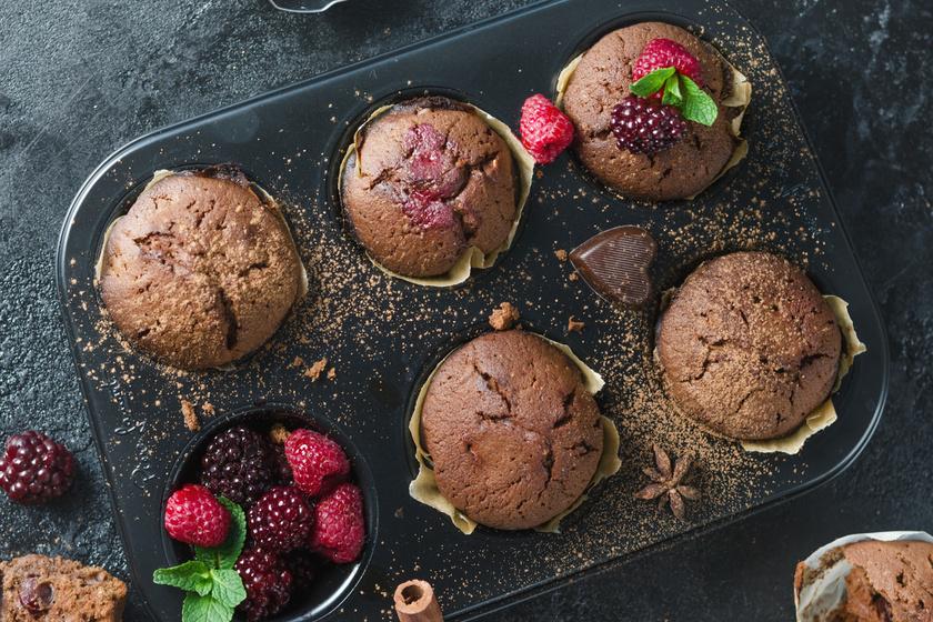 A legomlósabb csokis muffin friss bogyós gyümölcsökkel - Fél óra alatt elkészül
