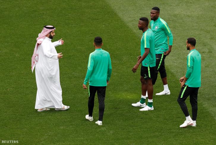 Turki al-Sheikh a szaúdi játékosokkal