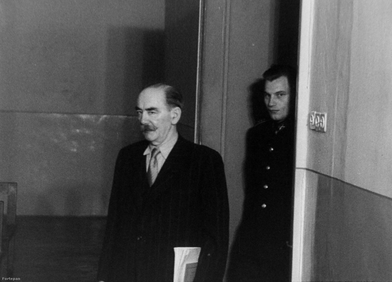 Nagy Imre egy filmkockán a tárgyaláson készült felvételből.