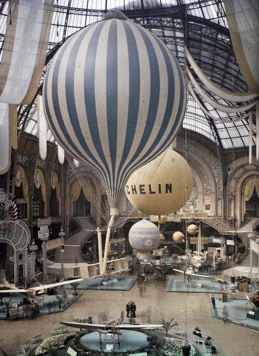 Az akkor viszonylag újdonságnak számító hőlégballon festményszerű megjelenése színes fotón.