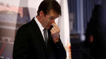 Elsírta magát a kirúgott spanyol kapitány a madridi bemutatásán