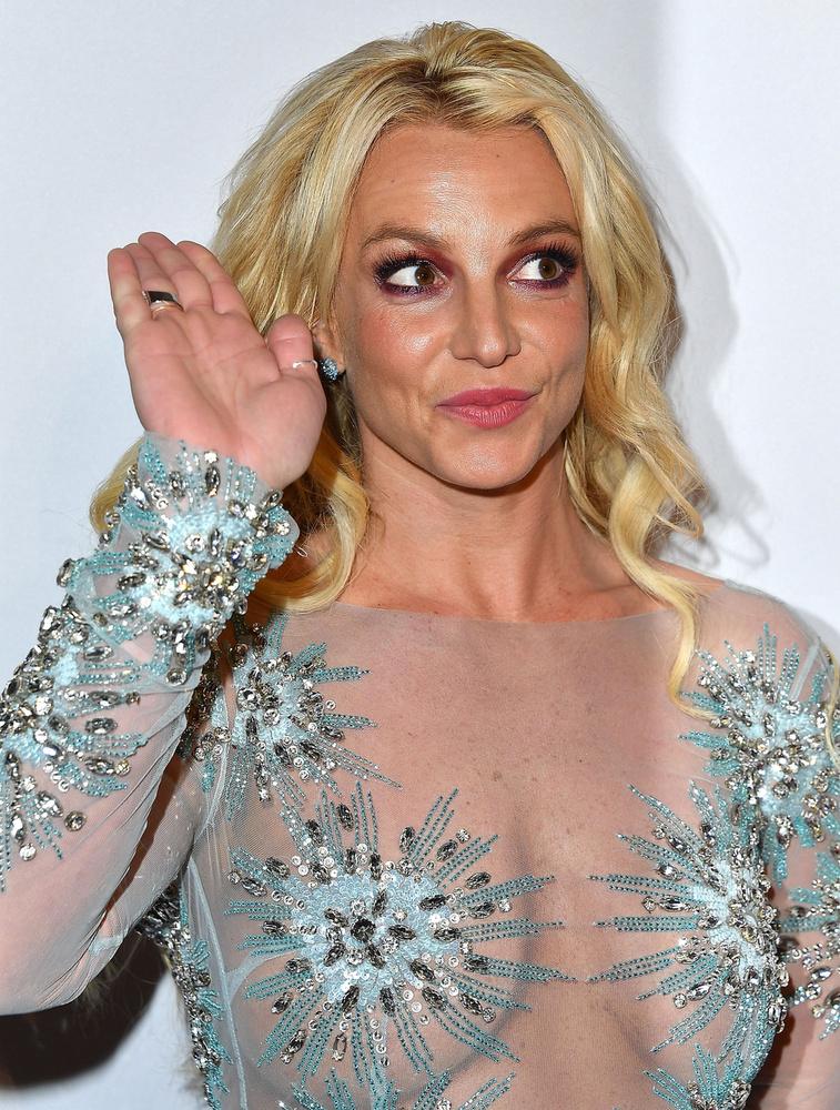 Ha ön arra tippelt, hogy biztos Britney Spears van a zacskó mögött, akkor gratulálunk, eltalálta!