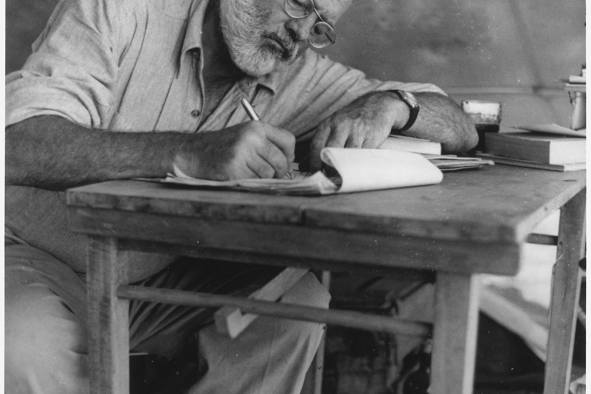 """Ernest Hemingway: """"Jó éjt, cica!""""- mondta, majd, miután felesége kiment a szobából, főbe lőtte magát."""