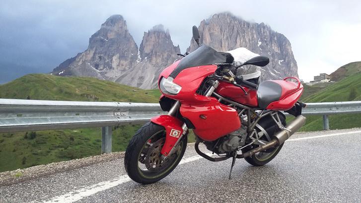 Ez meg itt asszem a Cinque Torri, bár hegy- és csillagjegy-azonosításban sose voltam valami jó