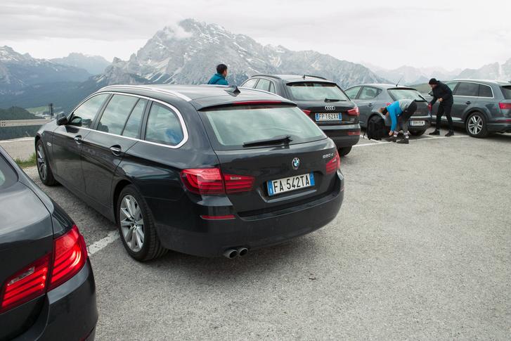 Csak én látom bele, hogy a BMW rendszámának finoman burkolt jelentése van?