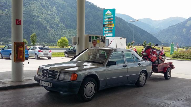 Tankolás Ausztriában, ahogy sokkal olcsóbb az üzemanyag