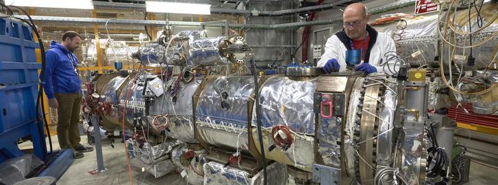 A HL-LHC berendezés az összeszerelés közben.