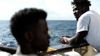 A franciák hajlandók befogadni az Aquariuson hányódó bevándorlókat