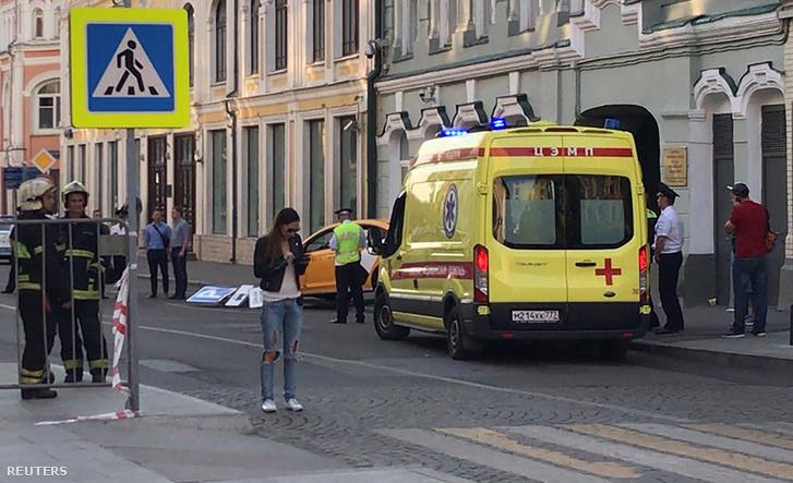 Szurkolók közé hajtott egy taxi Moszkvában, nyolc sérült