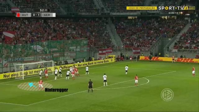 A hosszún érkező Hintereggert megtalálja a labda