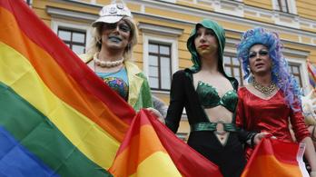 Hiába fenyegetőzött az ukrán szélsőjobb, rekordszámú ember vett részt a kijevi Pride-on