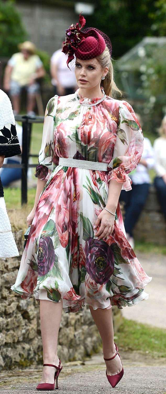 Kitty Spencer mindenkit elbűvölt virágos ruhájában. Igaz, nem ez az első alkalom, hogy felfigyelnek rá: Meghan és Harry esküvőjén is őt kiáltották ki a legszebb vendégnek.