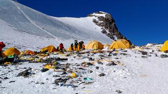 Mocskos szemétlerakó lett a Mount Everestből
