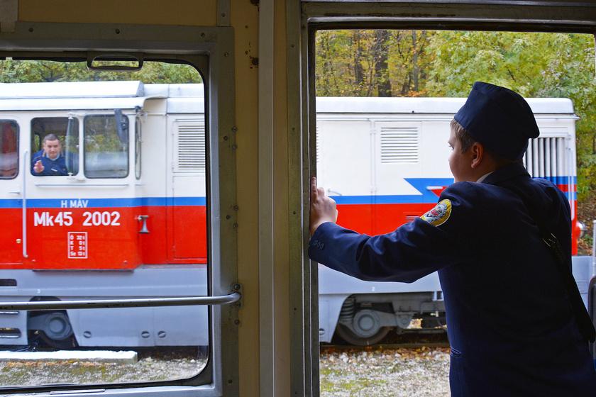 Kitűnő bizonyítványért ingyen vasútjegy: július közepéig tart az akció