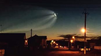 Kozmikus chemtrailt karcolt a Szojuz