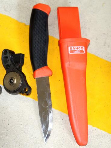 A jó kis Bahco kés hű társam, barkácsolásnál, szerelésnél és horgászatnál egyaránt jól jött