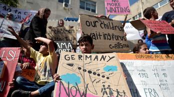 Elegük lett abból, hogy lyukak tátonganak a német határon
