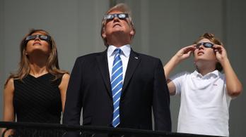 Donald Trump: nem elég a légierő, kell még egy jó űrhaderő