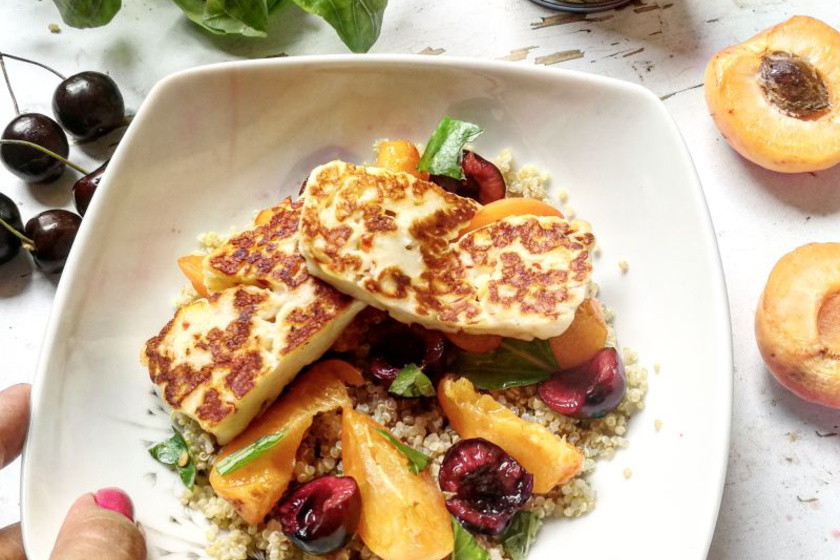 5 perces grillsajtos nyári gyümölcssaláta: a tökéletes nyári ebéd
