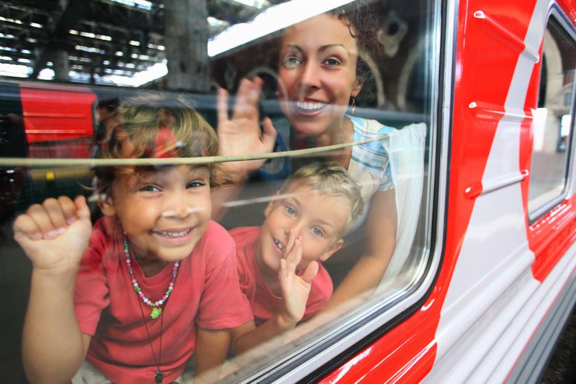 vonat-anya-gyerekek