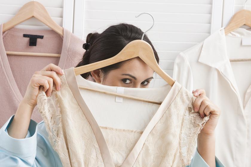 Vasalás nélkül lesznek simák a ruhák: néhány egyszerű trükkel nem gyűrődnek össze