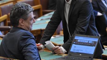 Vitatott orosz szoftver fut a magyar képviselők céges laptopján
