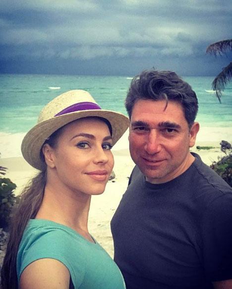 Csősz Bogi férjével, Burak Taluval nagyon jól megértik egymást, 2010 óta házasok.