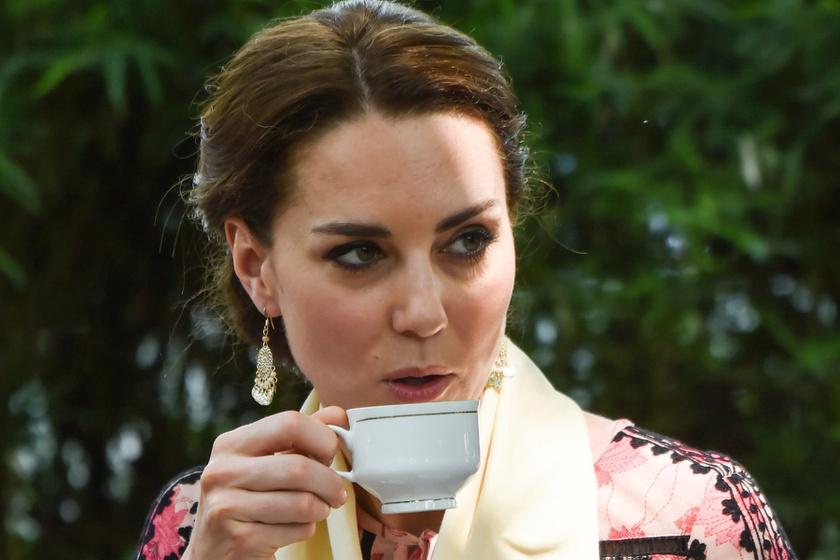 Katalin hercegné ruháján gúnyolódtak a netezők - Ehhez hasonlították a szettjét