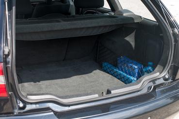 413 liter, ülésdöntögetéssel 1421-ig bővíthető