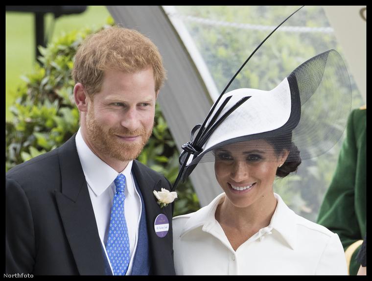 Katalin és Vilmos viszont idén nem jelentek meg ezen a nagy, családi eseményen, mert a herceg jelenleg Liverpoolban egy nemzetközi üzleti rendezvényen van, a hercegné pedig újszülött kisfiával maradt otthon.                         Katalin egyébként tavaly egy tőleszokatlanul átlátszó csipkeruhában jelent meg.
