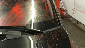Festékkel lövöldöznek a Ferihegyre vezető úton