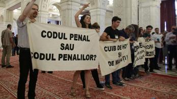 Aktivisták tolvajozták le az elfoglalt parlamenti előcsarnokban a román kormányt