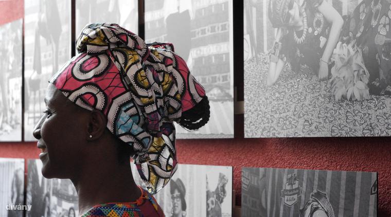 Fatoumata Diabate szintén nem kispályás, 2005-ben megnyerte az Afrique en Créations díjat, és olyan cégeket, szervezetket tud a megrendelői között mint például a Rolex és a World Press Photo.