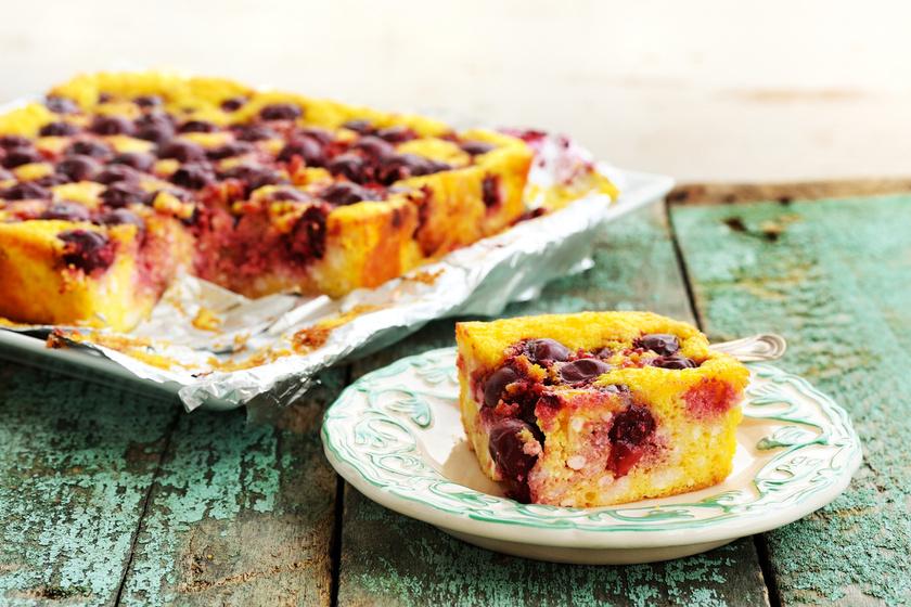 Gluténmentes, kevert túrós süti meggyel - A tésztája omlós és nagyon könnyű