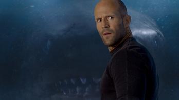 Egyre keményebb Jason Statham és az évmilliók óta kihalt óriáscápa küzdelme