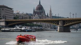 Ilyen gyönyörű Budapest egy Dunán száguldó jetboatról!