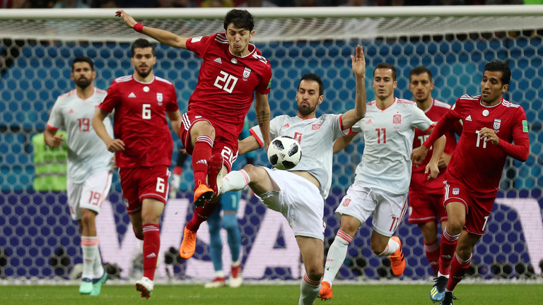 Spanyolország nehezen, Costa-góllal verte a tíz emberrel védekező Iránt