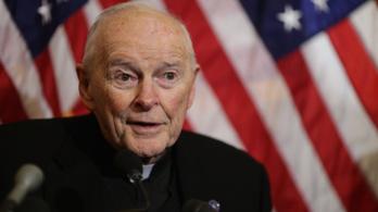 Szexuális zaklatás gyanúja miatt nem teljesíthet papi szolgálatot a washingtoni bíboros