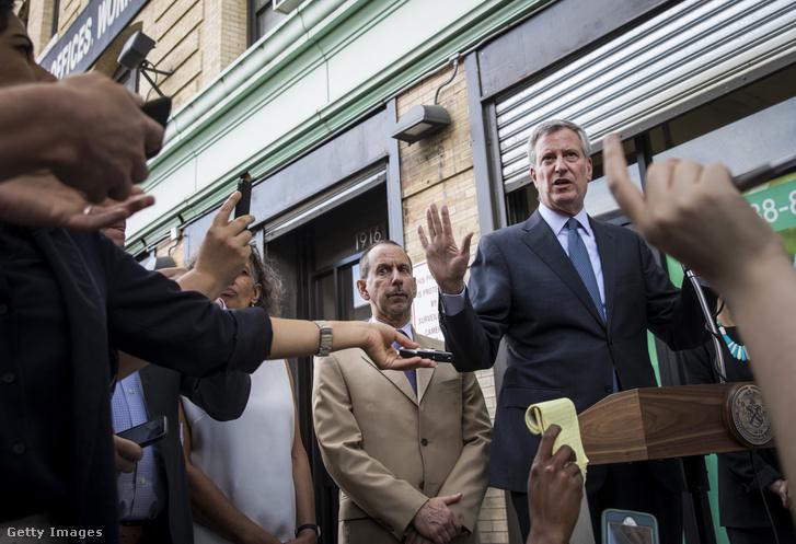 New York polgármestere a szerdai sajtótájékoztatón.