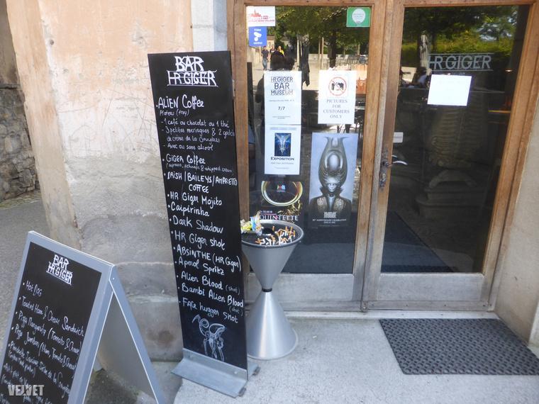 A világ egyetlen HR Giger múzeumával szemben van a világ két HR Giger bárja közül az egyik