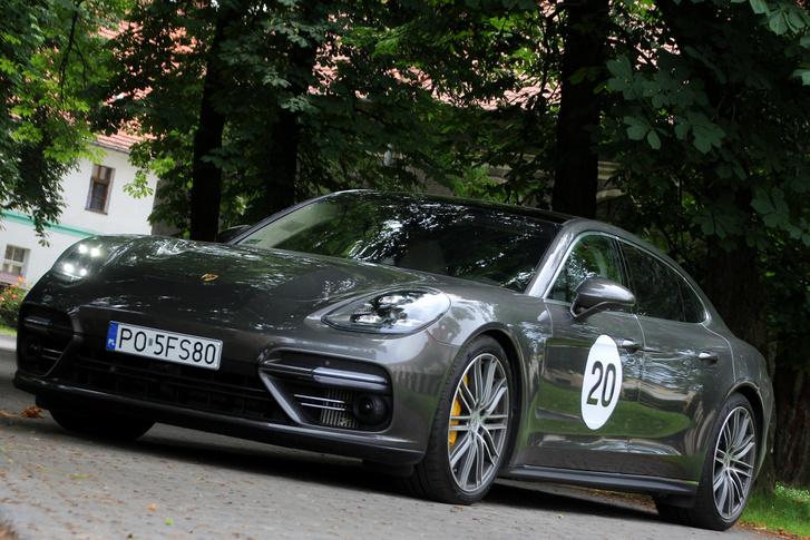 Rendes Porsche buzi számára ennél már csak a SUV-ok nagyobb istenkáromlások, de én azt mondom, hogy tökéletesen érthető, ha valaki Porsche teljesítményre vágyva inkább ilyet vesz, mint sportkupét