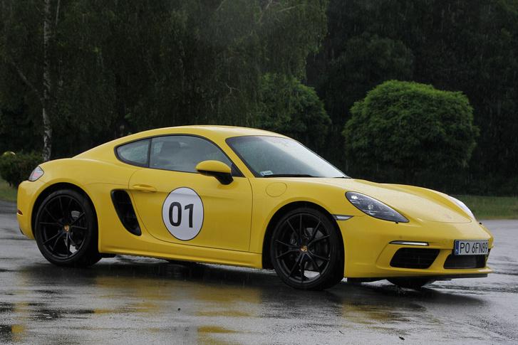 Van, aki szerint kicsit esetlenebb, mint a 911-esek, mindenesetre a tipikus Porsche-sziluettet ez is tudja
