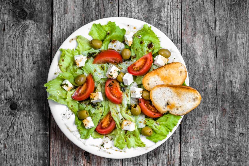 A fejes saláta 96%-ban vizet tartalmaz. Rostban, káliumban, K-vitaminban gazdag, és tökéletes alapanyaga minden salátának.