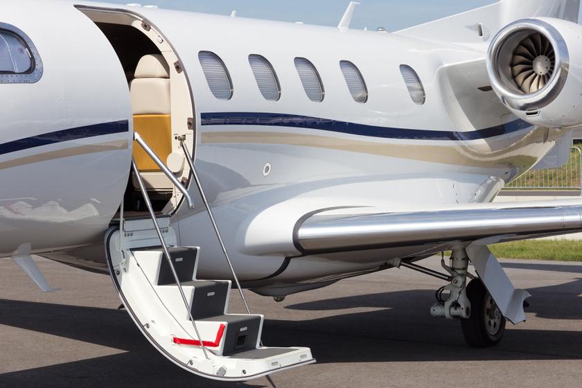 Milyen az első osztályon repülni? Mutatjuk, melyik légitársaságnál hogyan utaznak a gazdagok